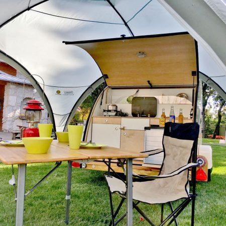 teardrop, caravane compacte avec cuisine intégrée - Le Ranch de Calamity Jane, gîtes insolite à Languidic dans le Morbihan