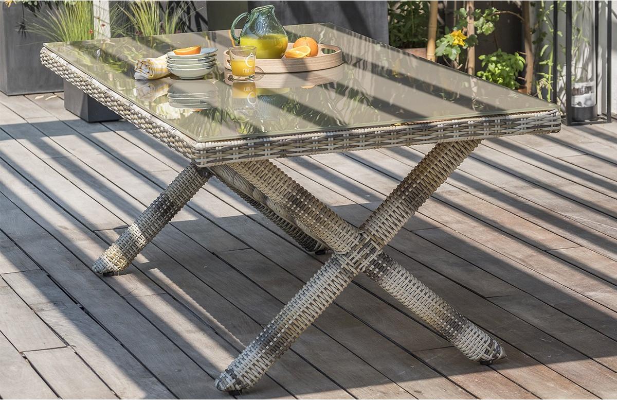 table salon de jardin rectangulaire 4 personnes en resine tressee et verre dcb garden bali