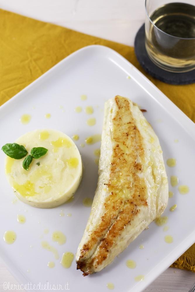 filetto di spigola e tortino 1 - Filetto di spigola con tortino di patate al basilico
