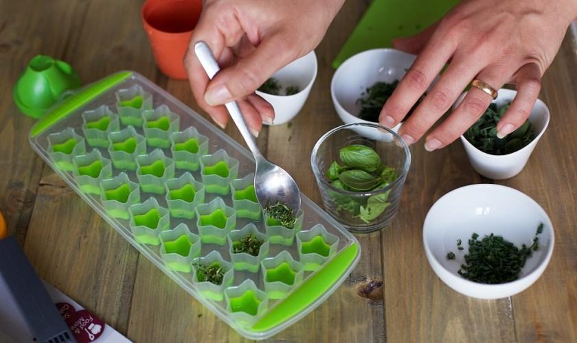 Come conservare le erbe aromatiche: in congelatore