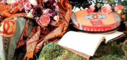 Fig. 10 – Detalhe do tecido usado por Yinka Shonibare em suas obras. À esquerda e à direita, o logotipo da Chanel.