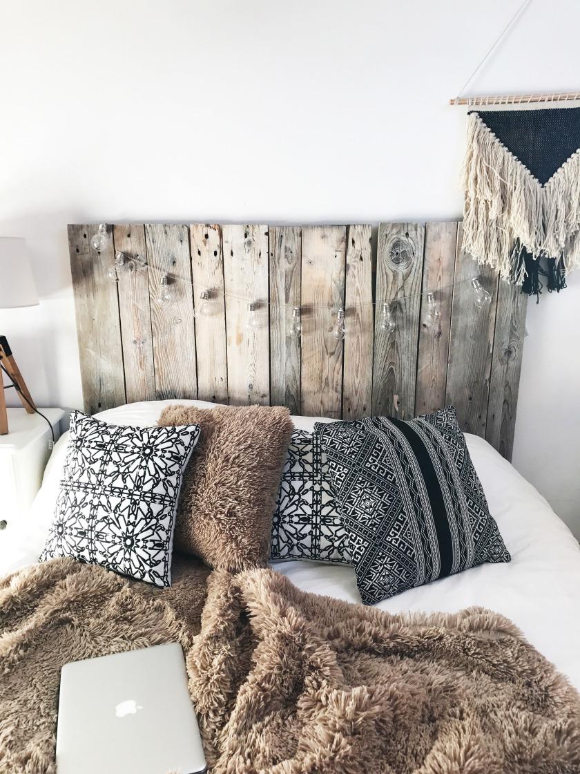 tête de lit : battle entre le bois flotté et les planches de