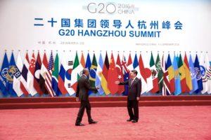 Le président chinois Xi Jinping accueille le président Barack Obama lors de son arrivée au sommet du G20 au centre international de Hangzhou, à Hangzhou, en Chine, le 4 septembre 2016. (Photo de Pete Souza, photographe officiel de la Maison Blanche)