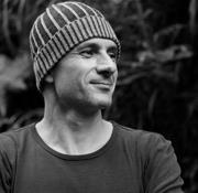 Mika la pop star du canyoning sur scène à Bali Mika sportif passionné