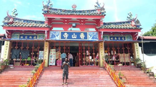 Partir en Orient pour le festival végétarien de Penang. Temple à Georgetown.