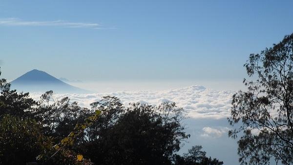 Découvrir Bali autrement : escalade du volcan Batukaru. Sublime panorama