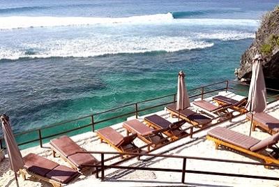 Bali plage : la péninsule, Jimbaran, Bukit, Nusa Dua. Terrasse Uluwatu