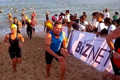 Triathlon sprint, compétition du calendrier 2013 à Bali Indonésie Sortie de la natation