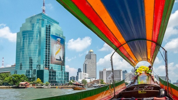 En Thaïlande Gilles Jack nous dévoile son univers d'aventures nomades.