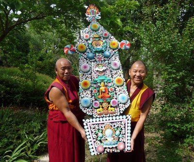 Thubten Kalsang et Yeshé Dorjéla ramenant le beurrier à la cantine