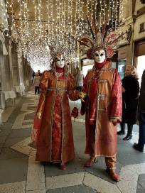 carnaval sous les arcades place saint marc venise
