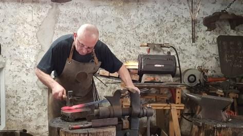 Rencontre avec Denys Bourdon, coutelier-forgeron à Conques