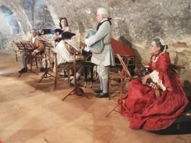 Initiation aux danses de l'époque - Château du Plessis-Bourré