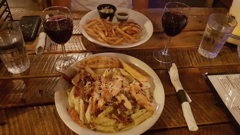 Le Showdowns restaurant à Tropic - Repas à l'américaine