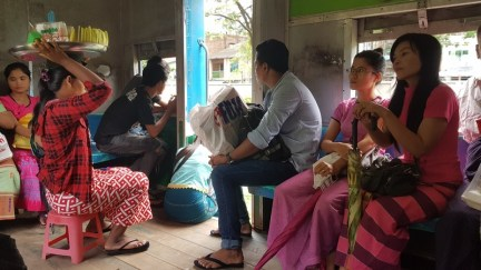 la vie dans le circular train de Yangon