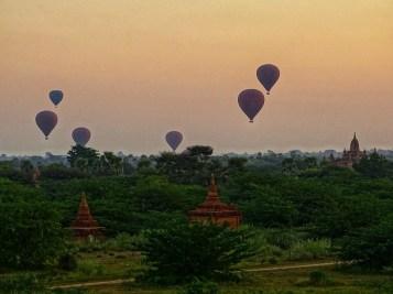 Lever de soleil sur les temples de Bagan - Birmanie