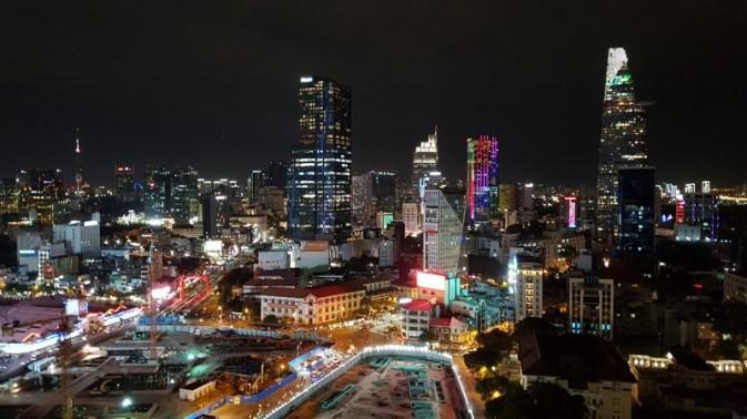 Saigon vue de nuit depuis la terrasse du Air 360 Sky Lounge