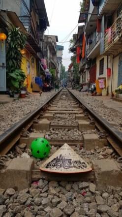 chemin de fer dans les rues de Hanoi
