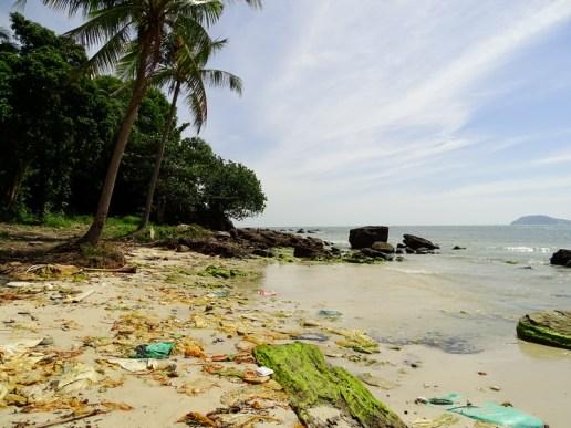 Déchets sur la plage de Sao Beach - Phu Quoc