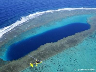 Nouvelle Caledonie survol au-dessus du cœur de voh – trou bleu