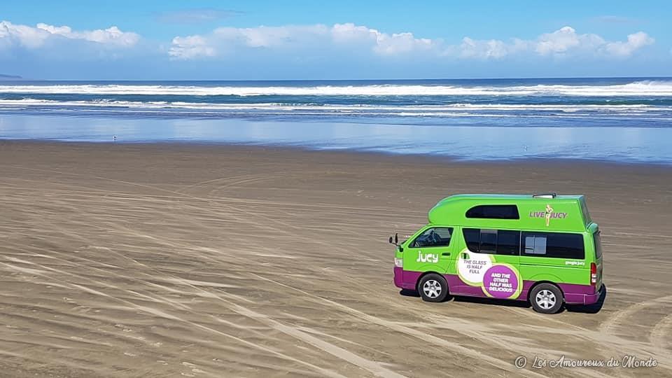 Notre van sur la mythique ninety mile beach au Cap Reinga