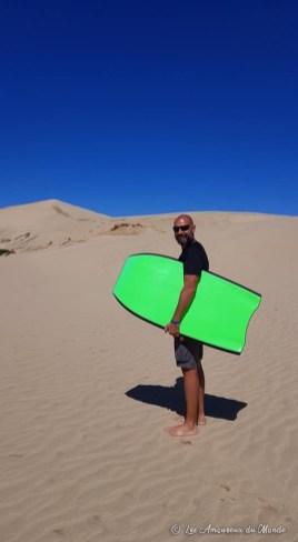 sandboard dans le désert de Te Paki au Cap Reinga Nouvelle-Zélande