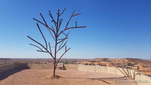 Représentation du premier arbre de Coober Pedy
