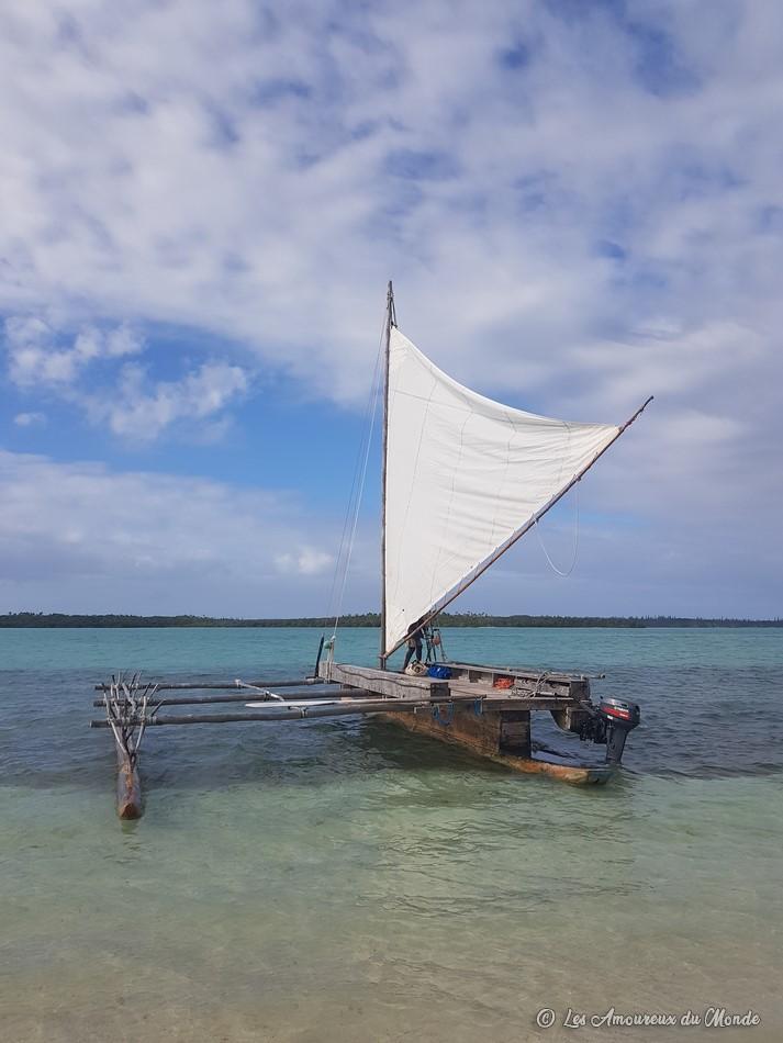 Pirogue sur la baie d'Upi - île des Pins - Nouvelle Calédonie