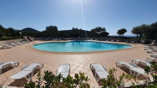 Piscine de la résidence les Hauts de Santa Giulia en Corse