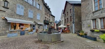 Village médiéval Besse-et-Saint-Anastaise - fontaine