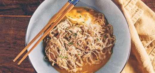 Soupe céto poulet coco et curry