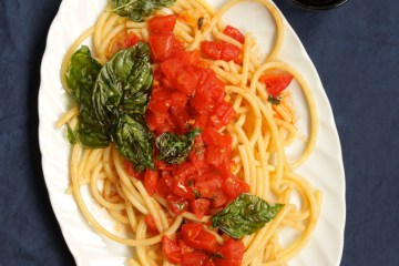 """pickled"" tomato sauce with fried basil"