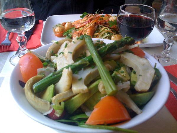 shrimp, scallops and a salad vert