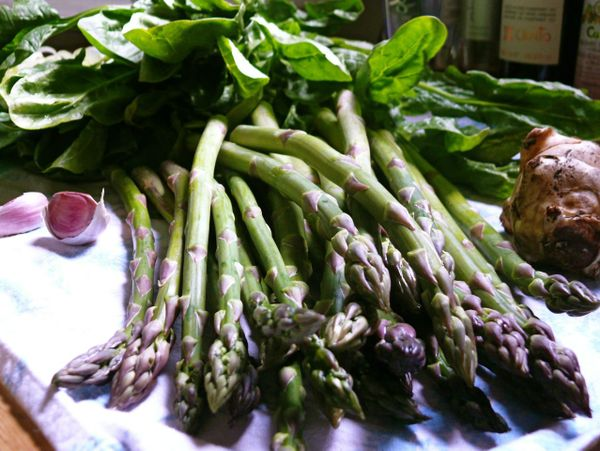 asparagus, spinach, garlic and sunchoke