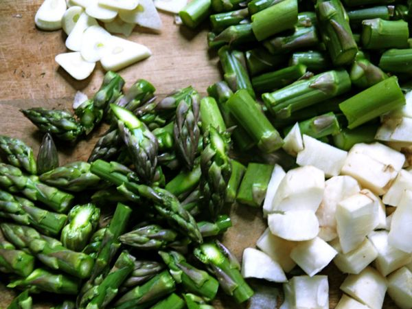 asparagus tips, garlic and sunchokes