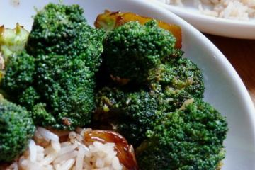 sweet and sticky five-spice brocolli