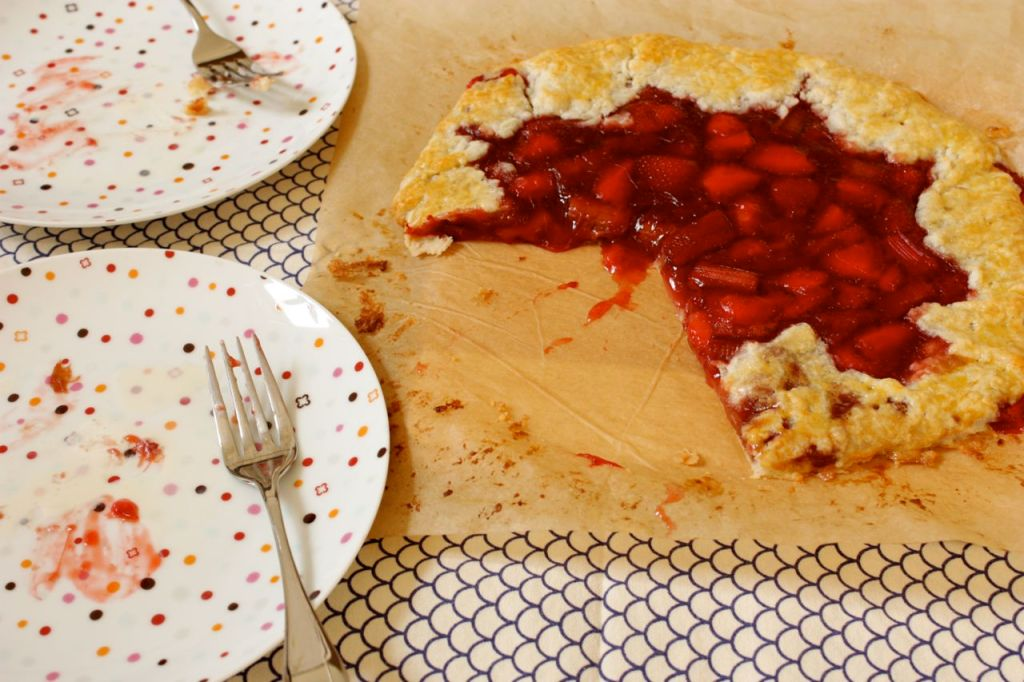 rhubarb strawberry galette