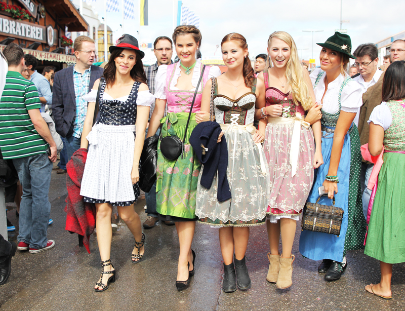 Bloggers at Oktoberfest and Dirndl outfit   Les Berlinettes This year I finally managed to go together for an event with other bloggers  at Oktoberfest  In this article I will show you my Dirndl outfit and a  little