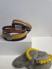 Bracelet cuir manchette fermoir aimanté et bracelet perle jaune