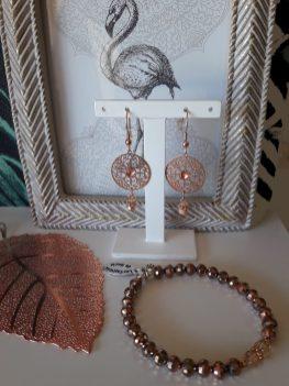 Boucles d'oreilles et bracelets couleur or rose