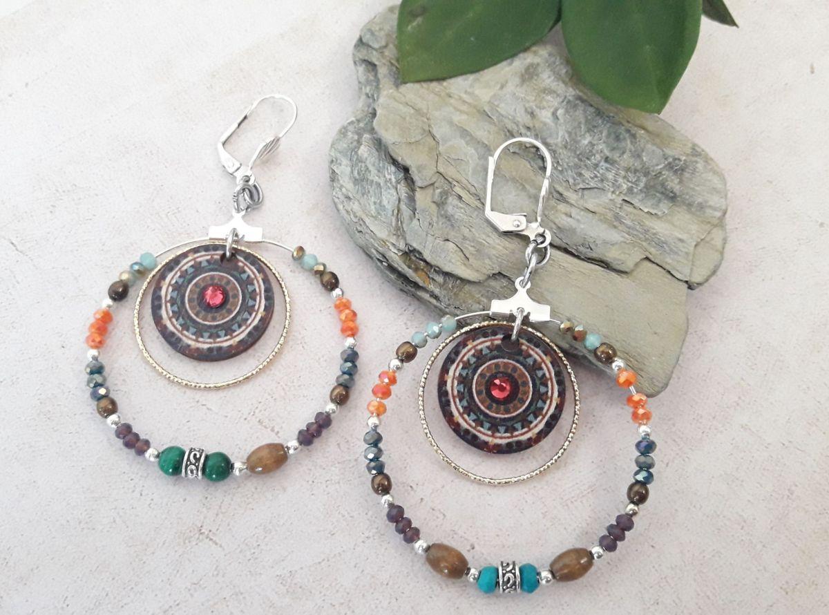 Créoles perles multicolores bois et strass framboise