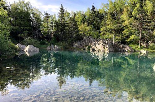 Voici 5 idées de sorties en Haute Loire. Lac du Bouchet, lac bleu, cascade de la Beaume, la Haute Loire offre de magnifiques paysages.