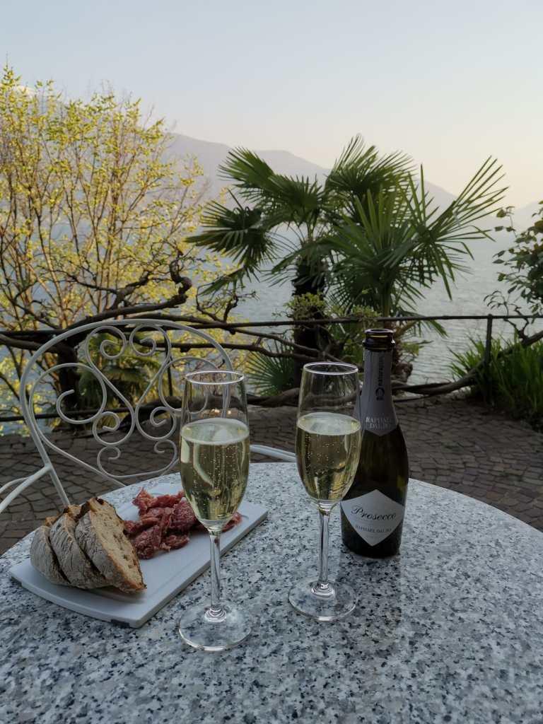 Escapade de trois jours dans le Tessin entre soleil, montagnes et lac Majeur. Visite d'Ascona, Locarno et Lugano. Mais aussi la vallée de la Verzasca.