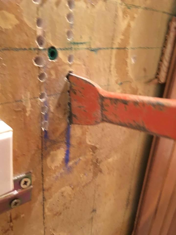 plaquer un mur en ba13 sans rail | les chroniques de goliath