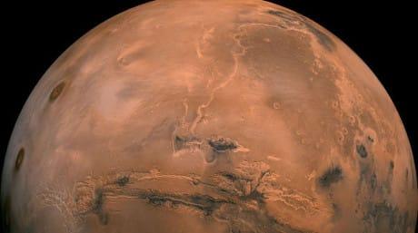 Un modello per l'evoluzione primordiale della crosta di Marte