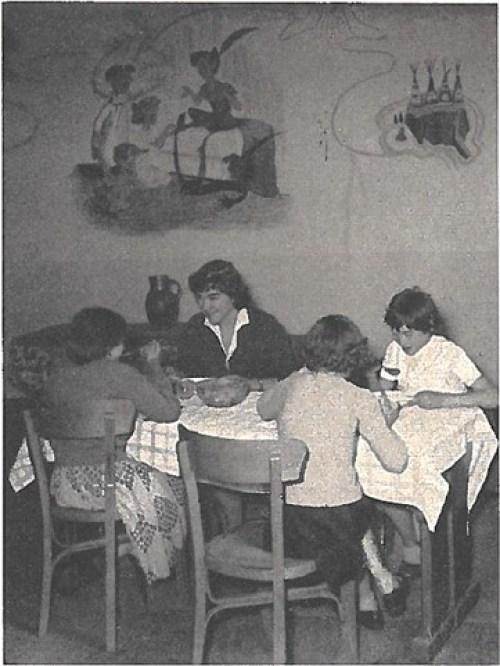 IMP Sainte Gertrude - les enfants avec les éducatrices