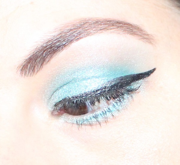 maquillage bleu turquoise