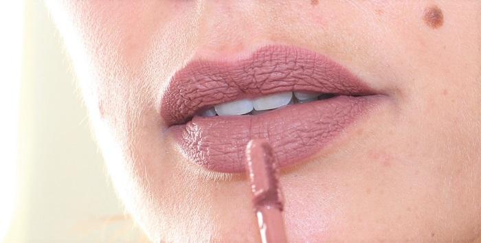 Longstay Liquid Matte Lipstick Speculoos swatch