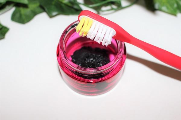 dentifrice maison charbon noir huile de coco argile blanche