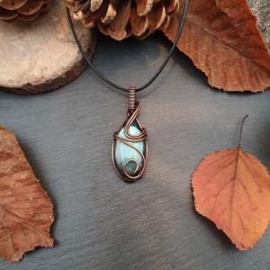 pendentif artisanal en cuivre et pierre naturelle labadorite